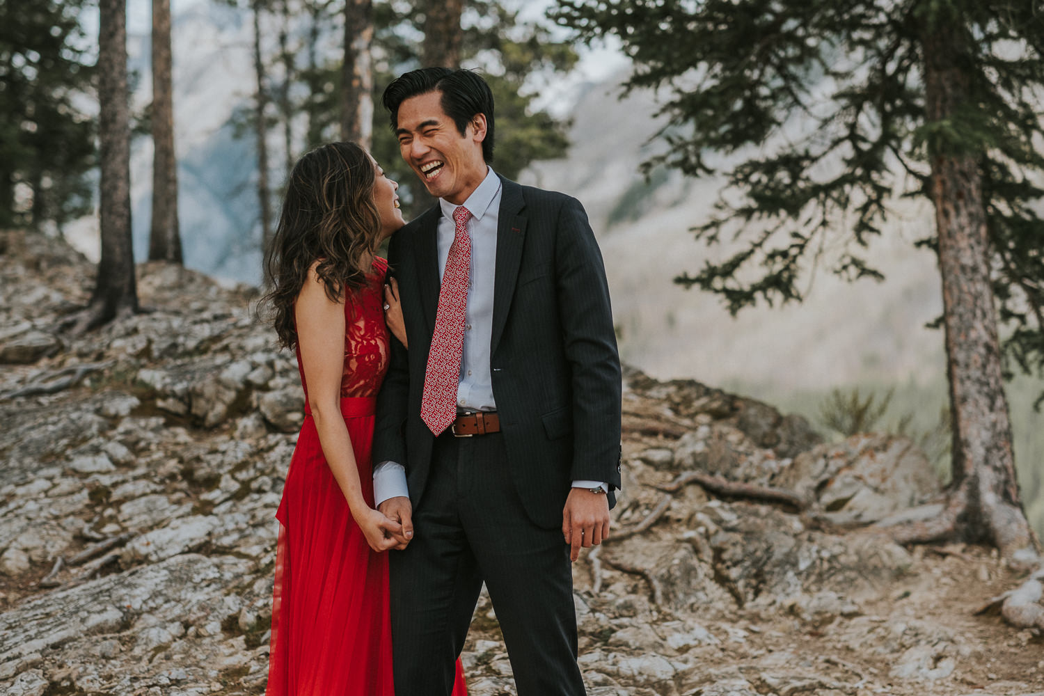 Engagement photos at Lake Minnewanka