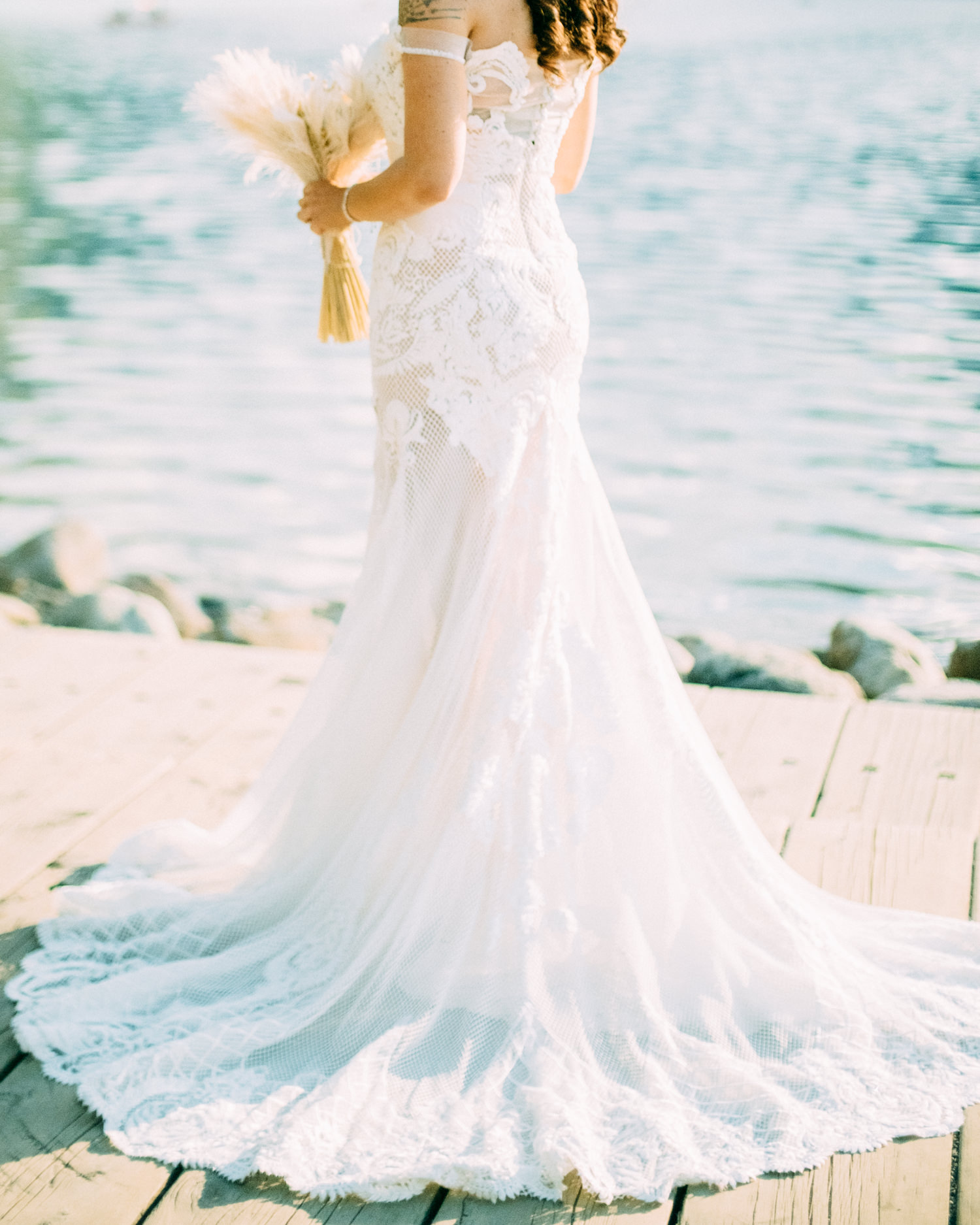 Stunning lace dress for elopement